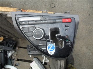 Блок управления климат-контролем Toyota Isis Владивосток