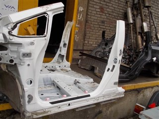 Стойка кузова средняя Toyota Prius Владивосток