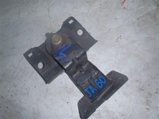 Подушка двигателя Infiniti QX56 Владивосток