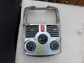 Консоль магнитофона Toyota Rush Владивосток