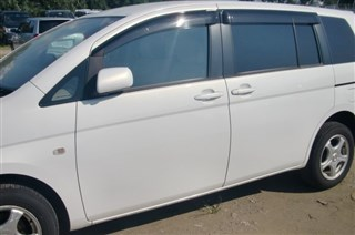 Форточка кузова Toyota Isis Владивосток
