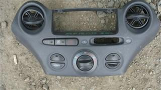 Консоль магнитофона Toyota Vitz Владивосток