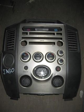 Консоль магнитофона Infiniti QX56 Владивосток
