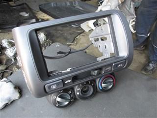 Консоль магнитофона Honda Fit Владивосток